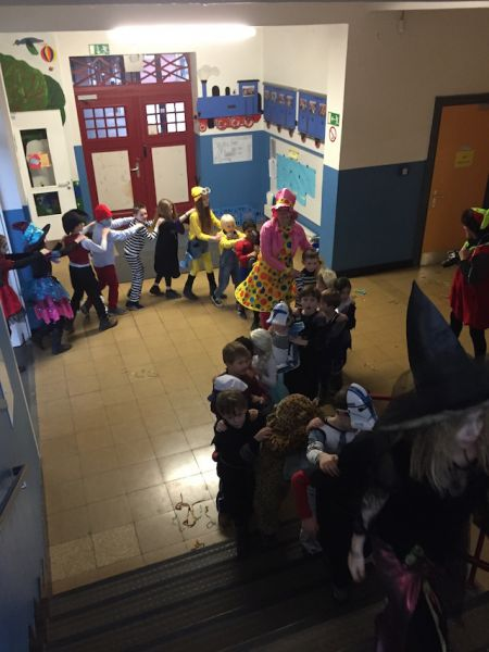 files/stmartinus/Kinderkarneval/Polonaise_1.JPG